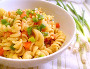 Cheddar cheesy sauce and pasta